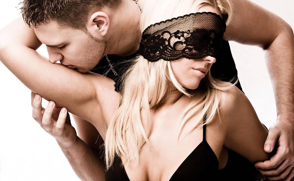 Sitio Czech VR fetish: Reseña de porno en VR de checas en mezcla de golpes con sexo y otros fetiches rudos