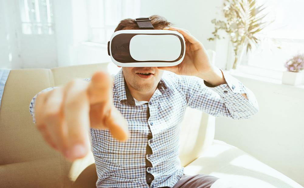 ¿Estar con estrellas del porno de VR es engañar a tu pareja?